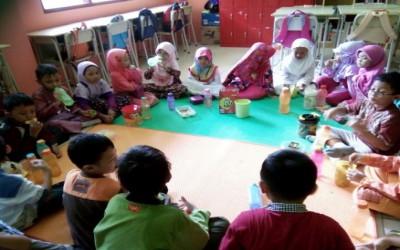 Penanaman Adab Makan di Pekan Pertama Pembelajaran